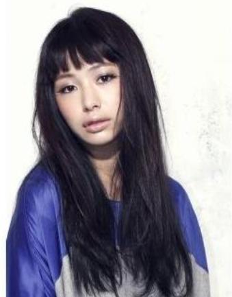 40代髪型☆黒髪ロングパーマにはワンレンか短い前髪がベスト
